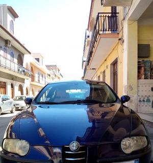 Vendesi Alfa Romeo 147, benzina, anno