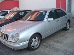 Mercedes-benz 300 mercedes benza e300 turbodiesel avantgarde