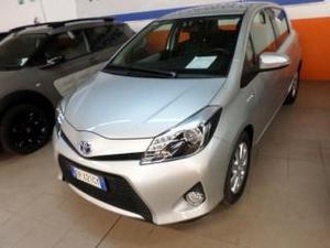 Toyota yaris 15 hybrid 5 porte lounge pi